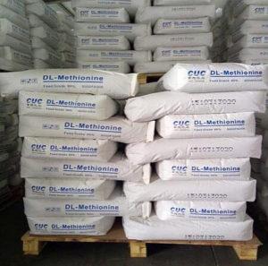 Метионин производится в процессе синтеза и используется не только в медицине, но и в фермерских хозяйствах для выращивания животных, птицы.